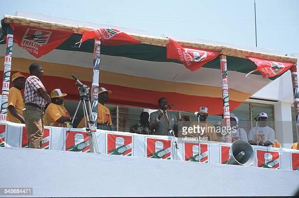 Wahlkampf zu den Parlamentswahlen: Präsident Chissano bei einer Wahlveranstaltung in Maputo - Oktober 1999