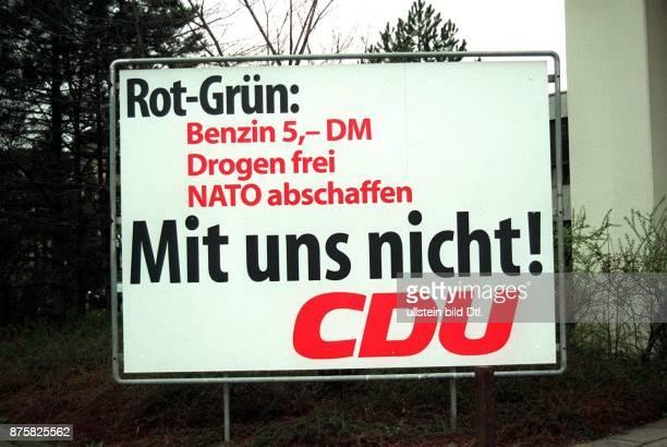 Wahlplakat der CDU mit dem Text 'RotGrün Benzin 5 DM Drogen frei NATO abschaffen Mit uns nicht' Bonn