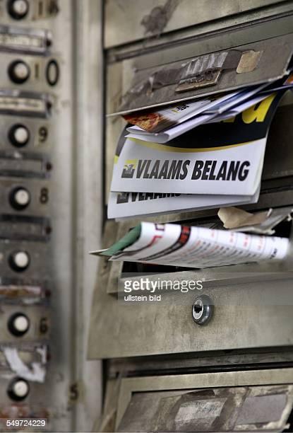 Wahlwerbung von Vlaams Belang in einem Antwerpener Briefkasten