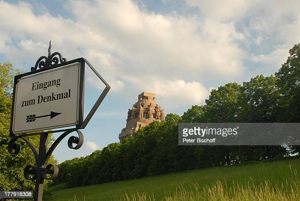 """Wahrzeichen """"Völkerschlachtdenkmal"""" (größtes Denkmal Europas , Kuppel-Detail, Hinweisschild, Leipzig, Sachsen, Deutschland, Europa, Sehenswürdigkeit,..."""