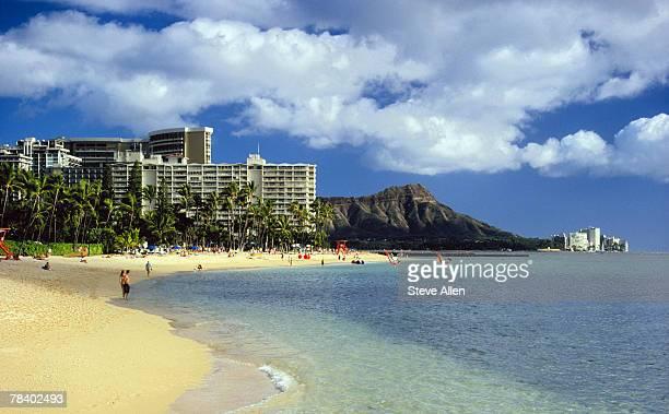 waikiki beach and diamond head, hawaii - ワイキキビーチ ストックフォトと画像