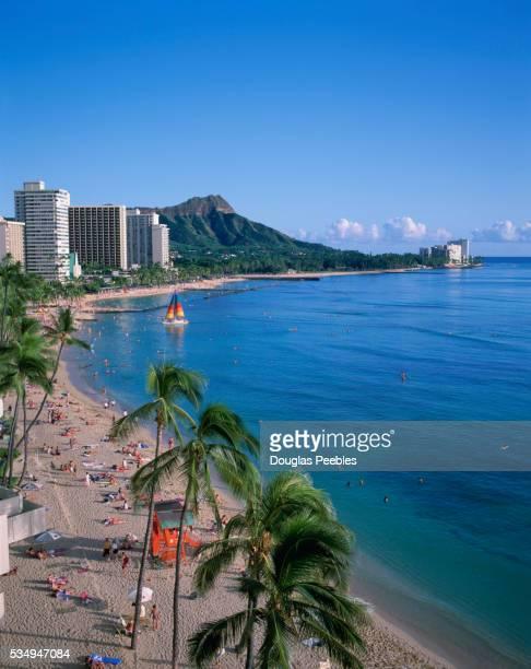 waikiki beach, honolulu, oahu, hawaii - ダイヤモンドヘッド ストックフォトと画像