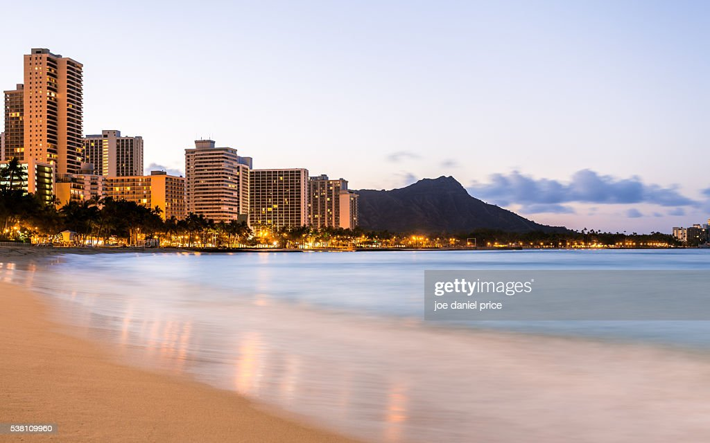 Waikiki Beach, Sunrise, Diamond Head, Volcano, Honolulu, Oahu, Hawaii, America : Stock Photo