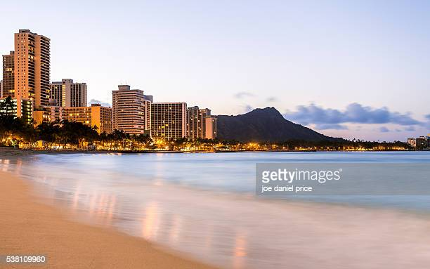 waikiki beach, sunrise, diamond head, volcano, honolulu, oahu, hawaii, america - waikiki stock pictures, royalty-free photos & images