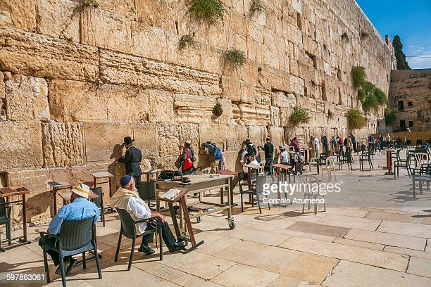 wailing wall in jerusalem - 嘆きの壁 ストックフォトと画像