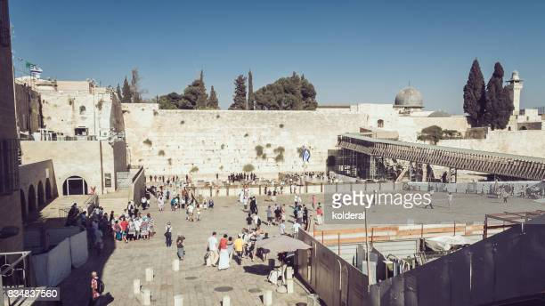 wailing wall in old town of jerusalem, israel - jewish prayer shawl stock pictures, royalty-free photos & images