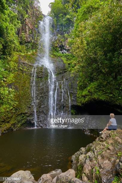 wailua falls beside the road to hana,maui,hawaii,usa - hannah brooks stock pictures, royalty-free photos & images