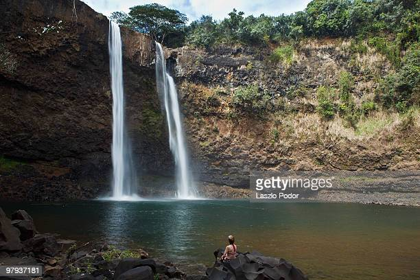 wailua falls  kauai, hawaii - water fall hawaii stock pictures, royalty-free photos & images
