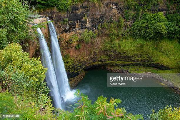 wailua falls; kauai, hawaii, united states of america - hawaiian waterfalls stock pictures, royalty-free photos & images