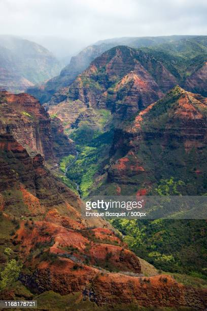 waimea canyon - rock strata stock pictures, royalty-free photos & images