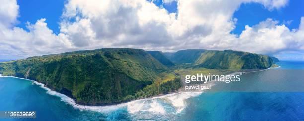 waipio bay y valley big island hawaii aerial panorama - hawai fotografías e imágenes de stock
