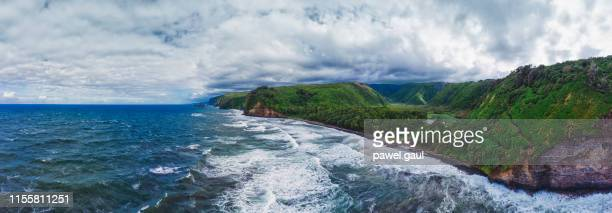 waipio bay en valley big island hawaii luchtfoto panorama - waipio valley stockfoto's en -beelden