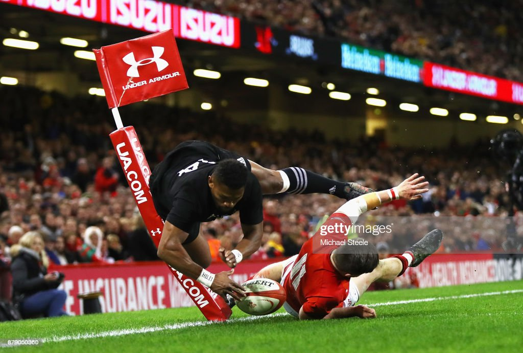 Waisake Naholo of New Zealand touches down for the first try while under pressure from Steff Evans of Wales during the International match between Wales and New Zealand at Principality Stadium on November 25, 2017 in Cardiff, Wales.
