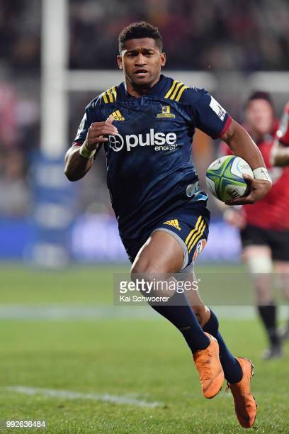 Waisake Naholo of the Highlanders runs through to score a try during the round 18 Super Rugby match between the Crusaders and the Highlanders at AMI...