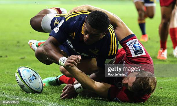 Waisake Naholo of the Highlanders touches down for a try during the round three Super Rugby match between the Highlanders and the Reds at Forsyth...