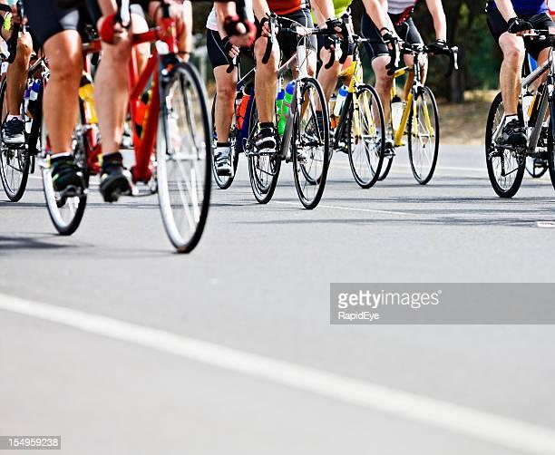 Waist down vue de cyclistes de Course en sac