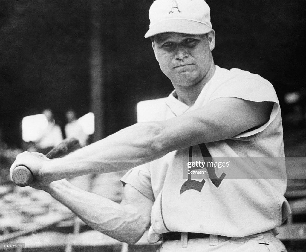 Jimmie Foxx Swinging Baseball Bat : News Photo