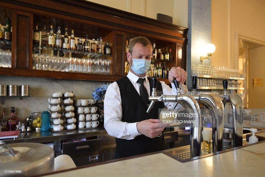GERMANY-HEALTH-VIRUS-GASTRONOMY : News Photo