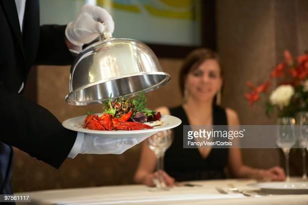 waiter serving crayfish dinner - libre de droit photos et images de collection