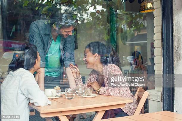 waiter talking to customers in coffee shop - front view bildbanksfoton och bilder