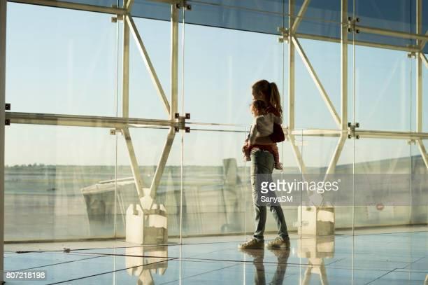 Warten auf Flugzeug