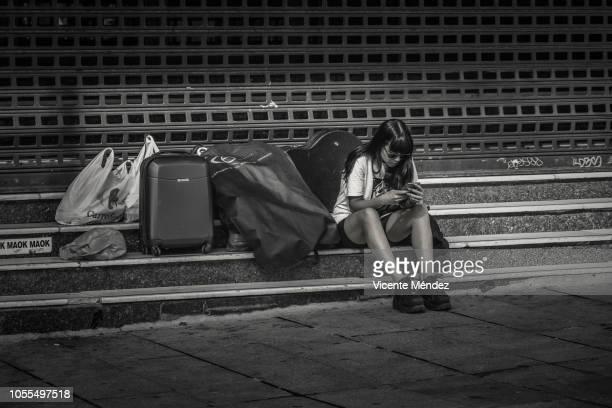waiting for the appointment - vicente méndez fotografías e imágenes de stock