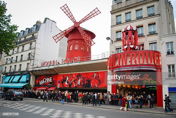 Waiting for the entrance to Moulin Rouge