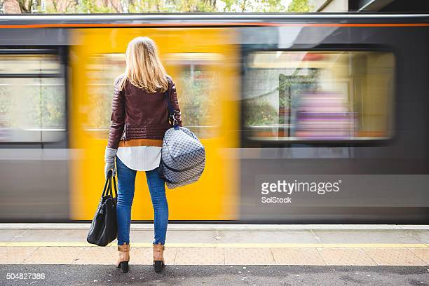 waiting for the train - wachten stockfoto's en -beelden