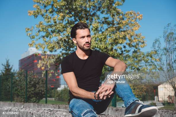 waiting in the sun - black shirt stock pictures, royalty-free photos & images