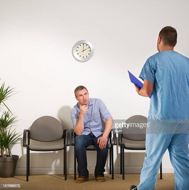 Wartet Man sich Nachrichten von Chirurg