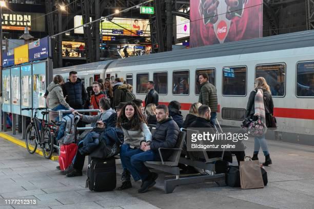 Waiting platform central station Hamburg Germany Wartende Bahnsteig Hauptbahnhof Germany
