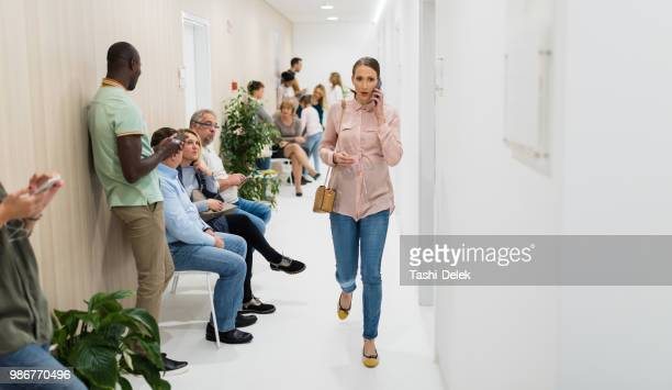 waiting room in a hospital - waiting room stock pictures, royalty-free photos & images