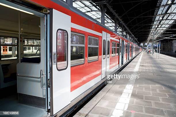 Warten S-Bahn, offenen Türen