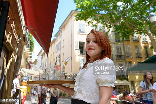 waitress in aix-en-provence, france - franse cultuur stockfoto's en -beelden