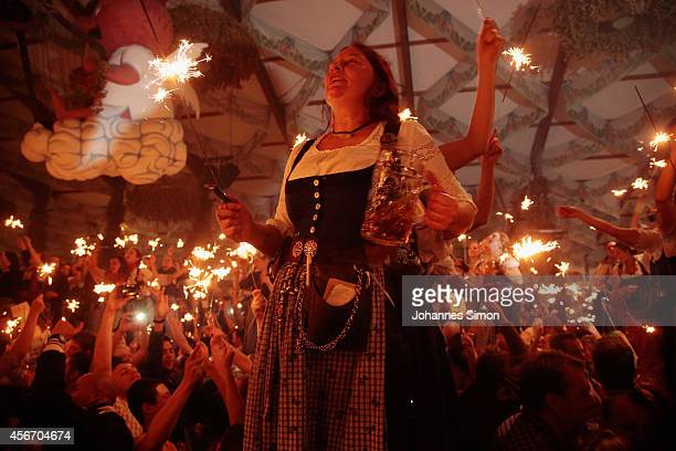 Waitresses and revellers celebrate with sparklers the last minutes of the 2014 Oktoberfest on October 5 2014 in Munich Germany The 181st Oktoberfest...