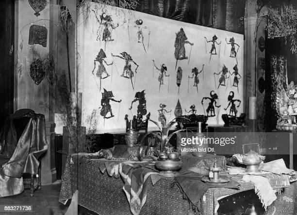 Wajang Figuren die zu japanischen Schattenspielen benutzt werden John Graudenz Originalaufnahme im Archiv von ullstein bild