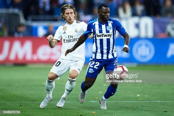 Wakaso Mubarak of Deportivo Alaves being followed by Luka Modric of Real Madrid CF during the La Liga match between Deportivo Alaves and Real Madrid...