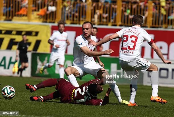 Wakaso Mubarak of FC Rubin Kazan is challenged by Denis Glushakov and Dmitri Kombarov of FC Spartak Moscow during the Russian Football League...