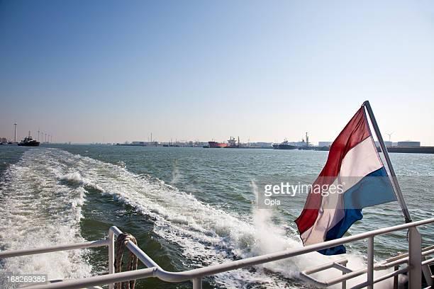 wake of a ship with the dutch flag - nederlandse vlag stockfoto's en -beelden