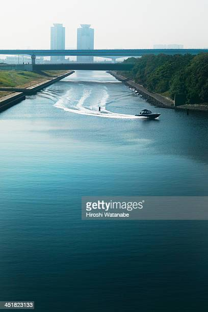 wakeboarder in the canal - 運河 ストックフォトと画像