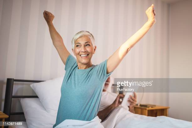 waking up early feels great - good posture stock pictures, royalty-free photos & images