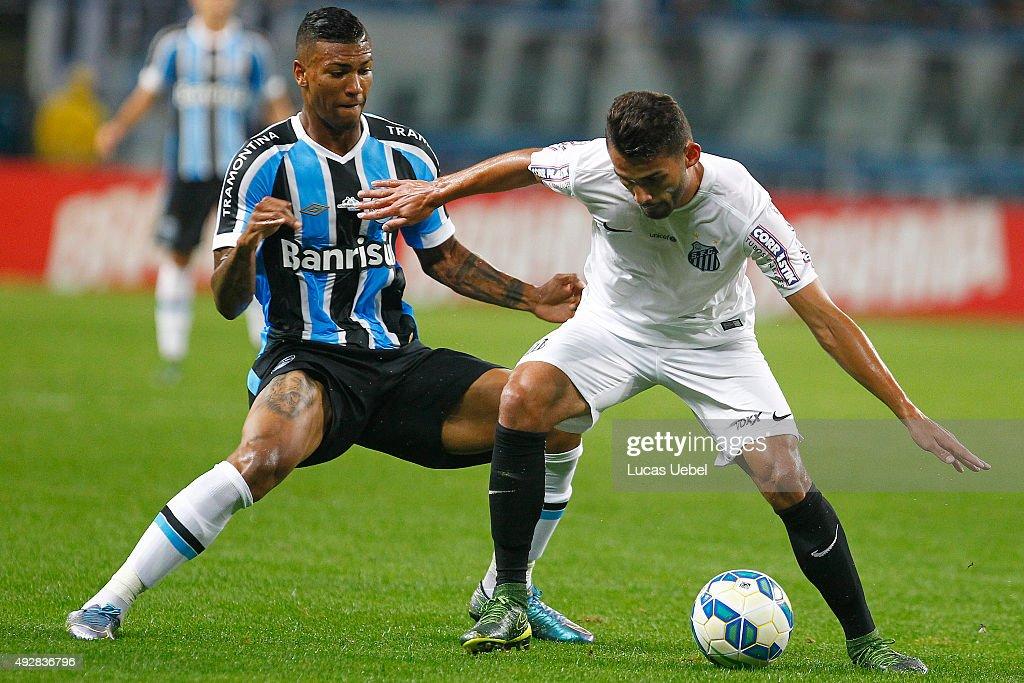 Gremio v Santos - Brasileirao Series A 2015 : News Photo