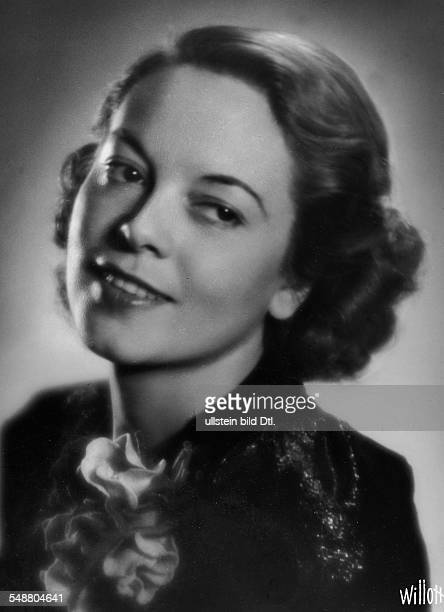 Waldmüller Lizzi Actress Singer Austria * portrait undated about 1937 Photographer Charlotte Willott Vintage property of ullstein bild