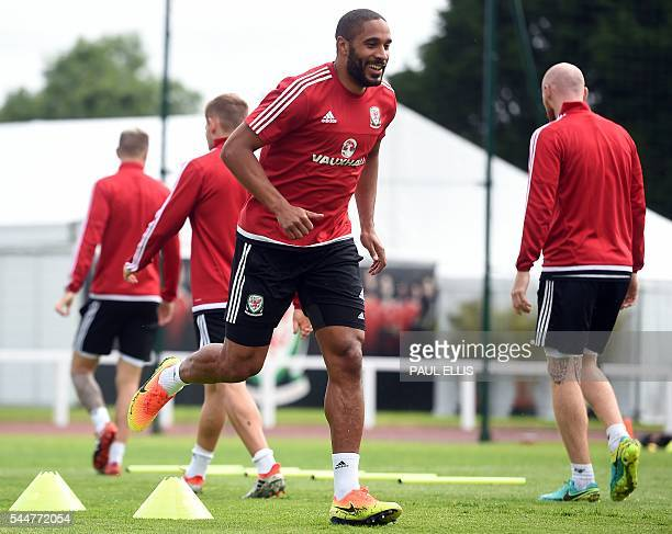 Wales' defender Ashley Williams takes part in a training session in Dinard on July 04 2016 during the Euro 2016 football tournament / AFP / PAUL ELLIS