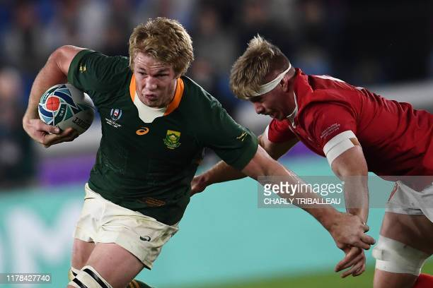 Wales' flanker Aaron Wainwright tackles South Africa's flanker PieterSteph Du Toit during the Japan 2019 Rugby World Cup semifinal match between...