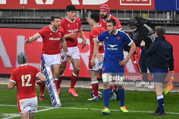 Wales' fly-half Dan Biggar reacts after a failed try opportunity by Wales during the Six Nations rugby union tournament match between France and...