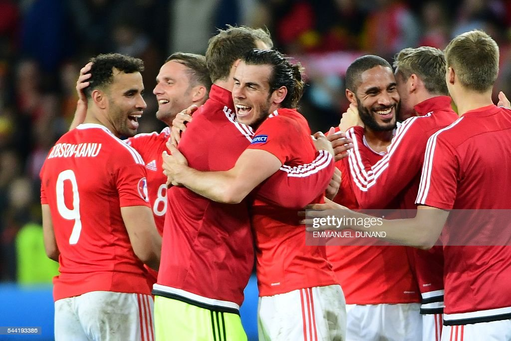 Wales' forward Gareth Bale (C) celebrates with team mates after the Euro 2016 quarter-final football match between Wales and Belgium at the Pierre-Mauroy stadium in Villeneuve-d'Ascq near Lille, on July 1, 2016. Wales won the match 3-1. / AFP / EMMANUEL