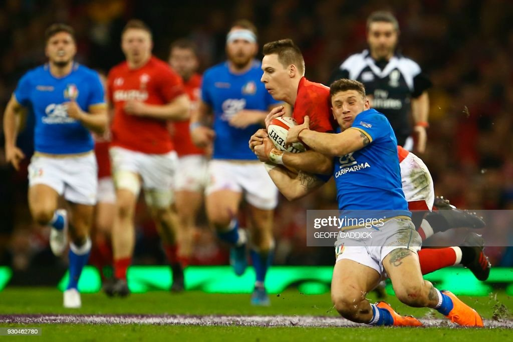 Wales' full-back Liam Williams (CL) battles with Italy's full-back Matteo Minozzi (CR) during the Six Nations international rugby union match between Wales and Italy at the Principality Stadium in Cardiff, south Wales, on March 11, 2018. / AFP PHOTO / Geoff CADDICK / RESTRICTED TO EDITORIAL USE. Use in books subject to Welsh Rugby Union (WRU) approval.