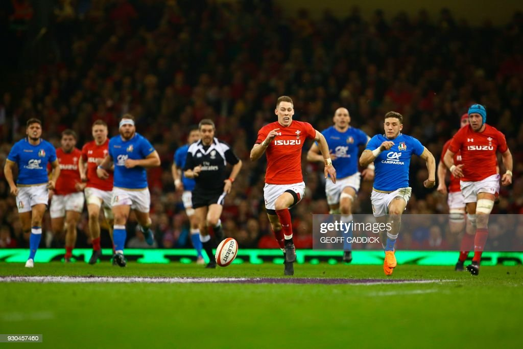 TOPSHOT - Wales' full-back Liam Williams (C) chases the ball after kicking it forward during the Six Nations international rugby union match between Wales and Italy at the Principality Stadium in Cardiff, south Wales, on March 11, 2018. / AFP PHOTO / Geoff CADDICK / RESTRICTED TO EDITORIAL USE. Use in books subject to Welsh Rugby Union (WRU) approval.