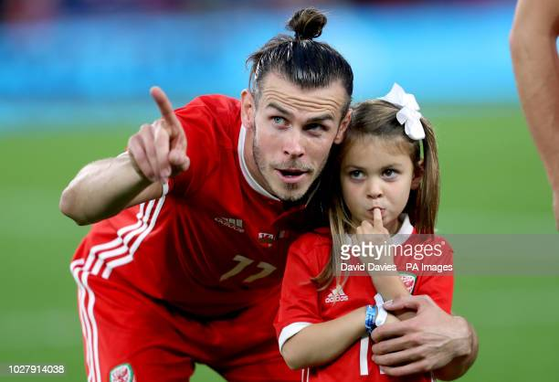 Wales' Gareth Bale with his daughter Alba Violet before the League B Group four match at Cardiff City Stadium
